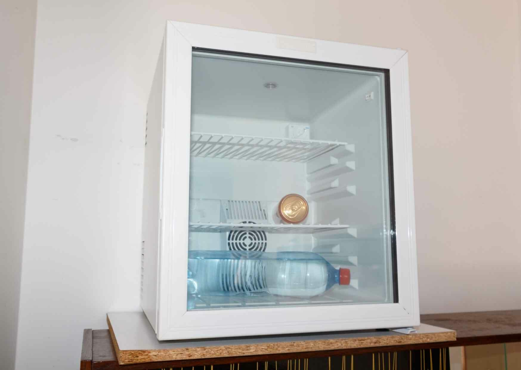 best-mini-fridge-with-glass-door